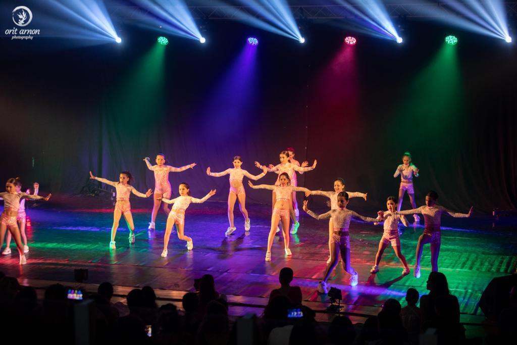 רקדניות בהופעת מחול